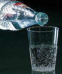выпейте стакан минеральной воды.